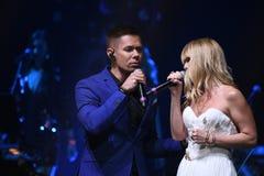 Piosenkarzi Stas Piekha i Valeria wykonują na scenie podczas Viktor Drobysh roku urodziny 50th koncerta Fotografia Stock