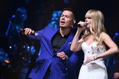 Piosenkarzi Stas Piekha i Valeria wykonują na scenie podczas Viktor Drobysh roku urodziny 50th koncerta Zdjęcia Stock