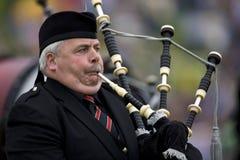 Pipblåsare - höglands- lekar - Skottland royaltyfria foton