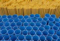 Pipe bleue de PVC de jaune Image stock