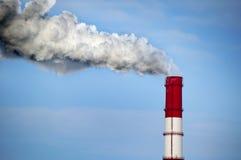 Pipe de centrale avec de la fumée Image libre de droits