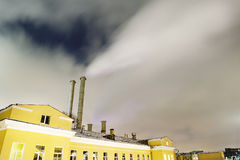 Pipe de fumage dans une ville Image libre de droits