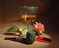 Pipe de tabac, glace de whiskey Photos stock