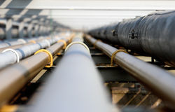 Pipe en acier de pétrole dans le groupe Photo libre de droits