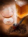 Pipe et boisson alcoolisée de fumage Image libre de droits