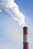 Pipe et fumée rouges photographie stock libre de droits