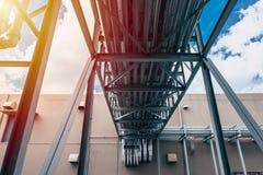 Pipe industrielle Groupe de ventilation de refroidissement d'air de l'eau de caloduc d'usine photos stock
