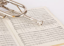 Pipe on a musical notebook Royalty Free Stock Photos