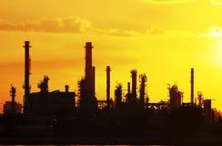 Pipeline för fabrik för Petrochemicaloljeraffinaderi Royaltyfria Bilder