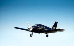 Piper Cherokee in flight Royalty Free Stock Photography