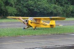 Piper Cub Airmodel arkivbild