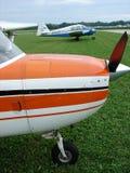 Piper Pa belamente restaurada 23 aviões gêmeos do motor de Apache Imagens de Stock