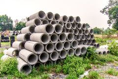 Pipes concr?tes d'?vacuation image stock