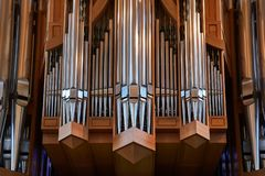 Pipes d'organe d'église photographie stock libre de droits