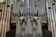 Pipes d'organe d'église photographie stock