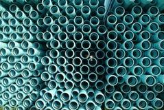 Pipes de PVC pour la ligne de l'eau/égout. Photographie stock libre de droits