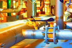 pipes den industriella pipelinen för områdesdetaljgas stålyellow Arkivfoto