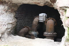 pipes rostigt vatten arkivbilder