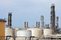 Pipes and tanks of oil refinery Stock Photography