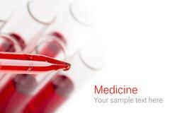 Pipetta con goccia di sangue Fotografia Stock