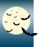 Pipistrelli di volo e della luna piena Immagini Stock Libere da Diritti