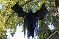 Pipistrello del mostro di Halloween in albero Immagine Stock Libera da Diritti