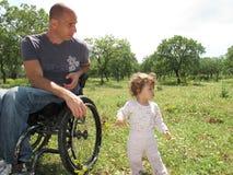 Pique-nique 2 de fauteuil roulant photos libres de droits