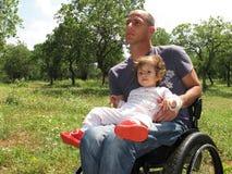 Pique-nique 2 de fauteuil roulant photo libre de droits