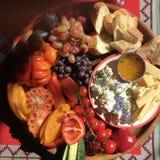 Pique-nique d'été en nature, beaux fruits et vin photographie stock