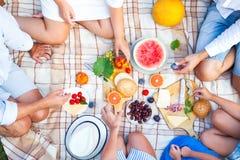 Pique-nique d'été Nourriture et concept de boissons Photographie stock