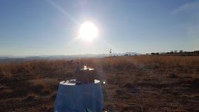 Pique-nique de coucher du soleil photo libre de droits
