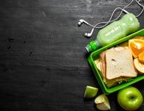 Pique-nique de matin Sandwichs milkshake et fruit Images stock