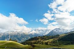 Pique-nique et vue gentille dans les Alpes allemands Images stock