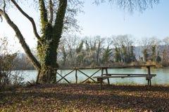 Pique-nique sur la rivière Photos stock