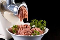 Pique y máquina para picar carne Fotos de archivo
