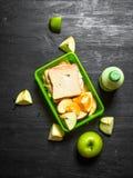 Piquenique da manhã Sanduíches milk shake e fruto Foto de Stock