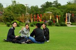 Piquenique no parque do pagode do ferro, Kaifeng Fotos de Stock Royalty Free