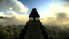 Pirámide antigua en la cantidad del bosque stock de ilustración