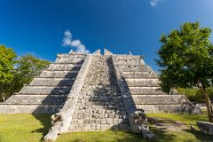 Pirámide ceremonial, Chichen Itza, México Imagen de archivo libre de regalías