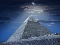 Pirámide de Chefren en la noche Imagen de archivo libre de regalías