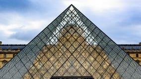 Pirámide de cristal Imagen de archivo libre de regalías