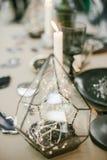 Pirámide de cristal decorativa con el contraluz Imágenes de archivo libres de regalías
