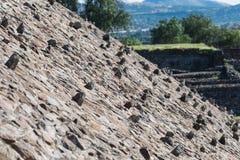 Pirámide de la cuesta de Sun con las rocas que se pegan hacia fuera Imagenes de archivo
