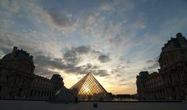 Pirámide de la lumbrera durante puesta del sol fotos de archivo