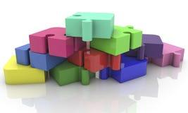 Pirámide de los pedazos del rompecabezas en diversos colores Fotos de archivo