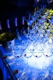 Pirámide de los vidrios de martini que sorprende para el alcohol; Imágenes de archivo libres de regalías