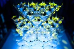 Pirámide de los vidrios de martini que sorprende para el alcohol; Imagen de archivo