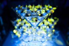 Pirámide de los vidrios de martini que sorprende para el alcohol; Foto de archivo libre de regalías