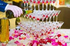 Pirámide de los vidrios del champán Imagenes de archivo