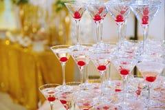 Pirámide de los vidrios del champán Foto de archivo libre de regalías